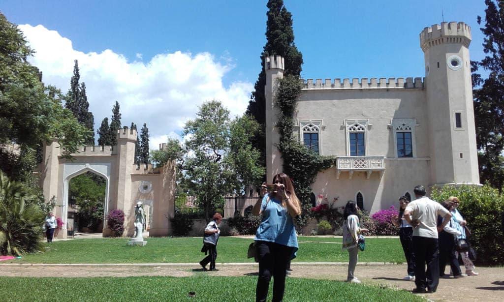 Führung durch das Schloss der Königin in Ilion mit Weinverkostung